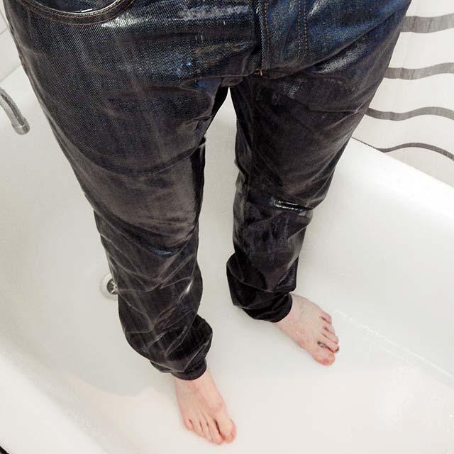 Duscha med jeans