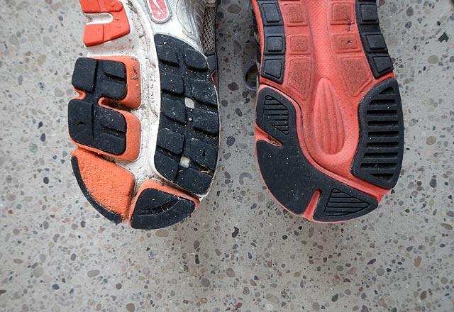 Slitmönster Nike Structure Triax vs LunarElite häl